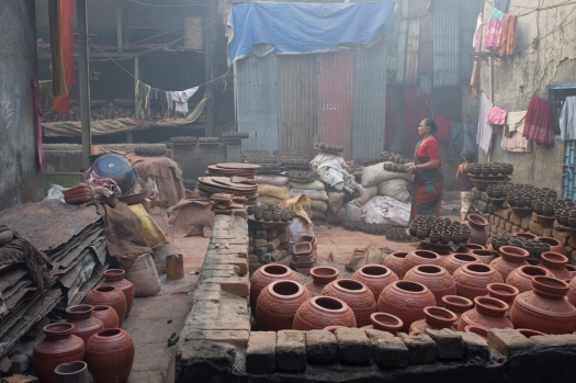 Pottery_unit_in_Dharavi,_Mumbai-wiki