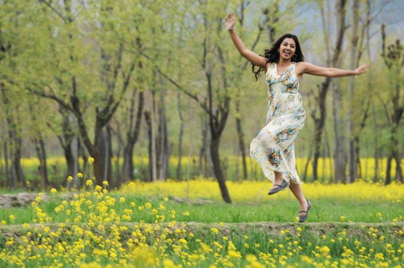 I Love To Travel Local, Says Radhika Apte