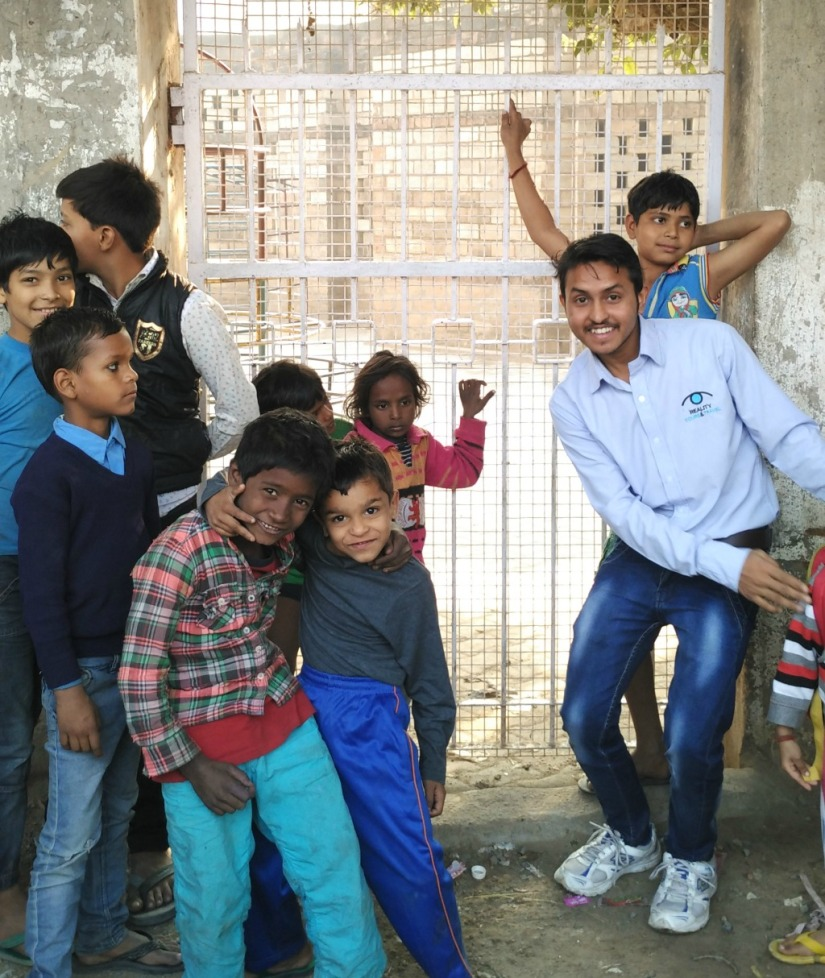 Meet Ravi Kumar, The 19-Year-Old Who Walks You Through Delhi's Slums!