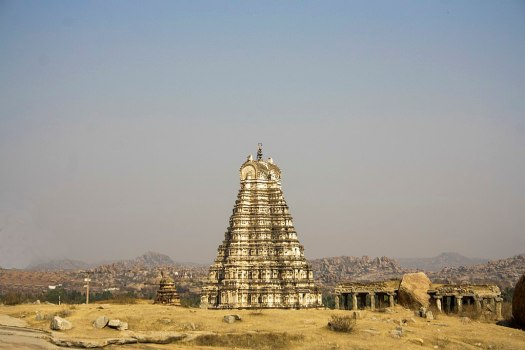 1024px-Virupaksha_Temple_in_Hampi_01