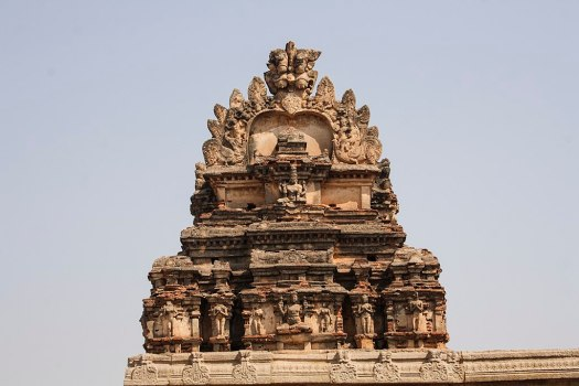1024px-Virupaksha_Temple_in_Hampi_02