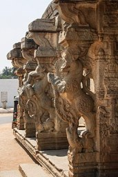 256px-Stone_pillar_engraved_Yeli_in_Hampi_02