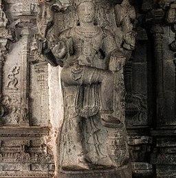 256px-Virupaksha_Temple_in_Hampi_03
