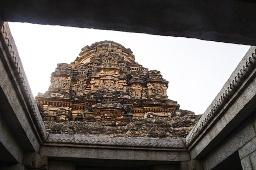 512px-Vittala_temple_in_Hampi_01
